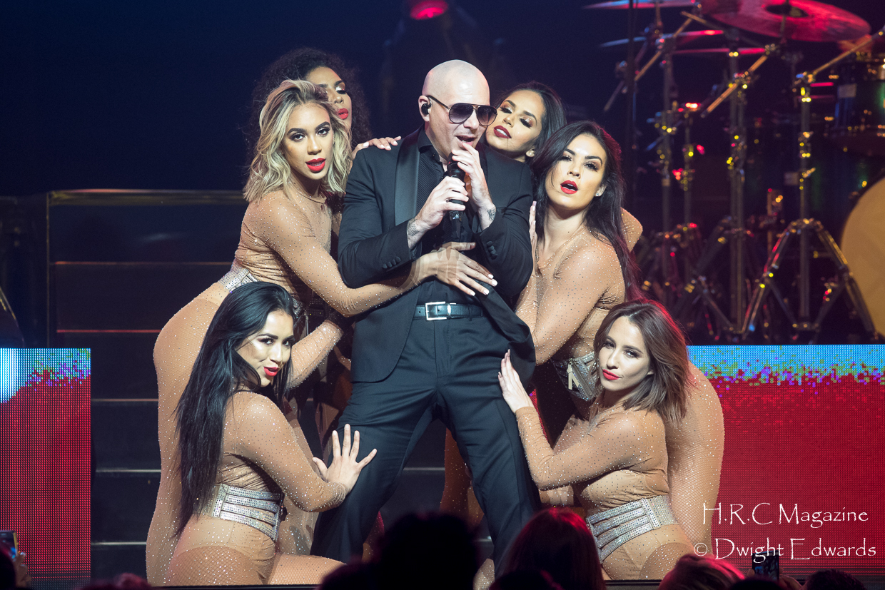 Pitbull at Fallsvew Casino May 22,2018 065