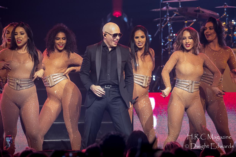 Pitbull at Fallsvew Casino May 22,2018 069